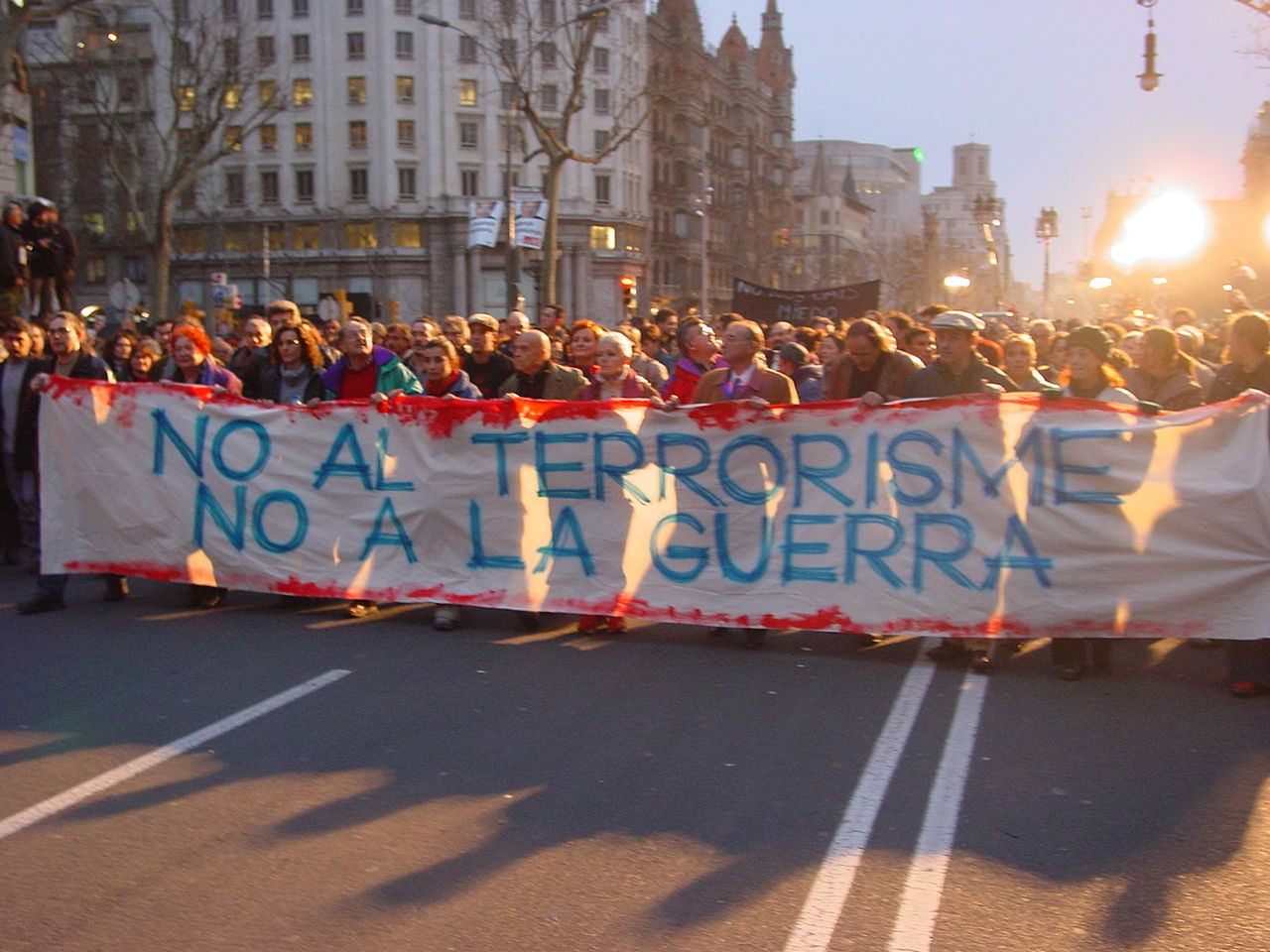 Spaniards demonstrating against war and terrorism (cc photo: kippelboy/Wikimedia)