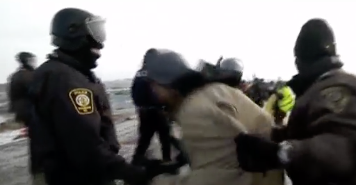 Jahnny Lee being arrested by North Dakota police. (image: Reed Lindsay)