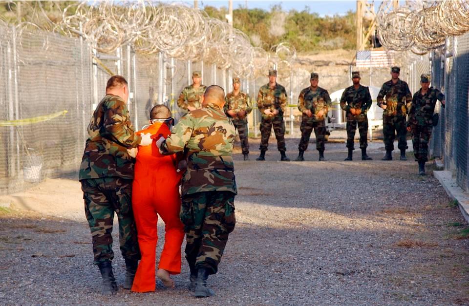 Prisoner transfer at Guantanamo Bay (photo: Shane T. McCoy/US Navy)