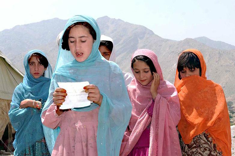 Afghan girls in Nangarhar (photo: US Army)