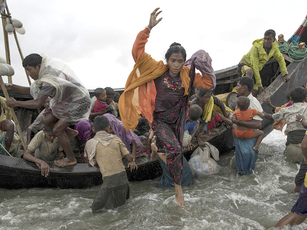 Rohingya refugees fleeing to Bangladesh from Myanmar (cc photo: Jordi Bernabeu Farrús)