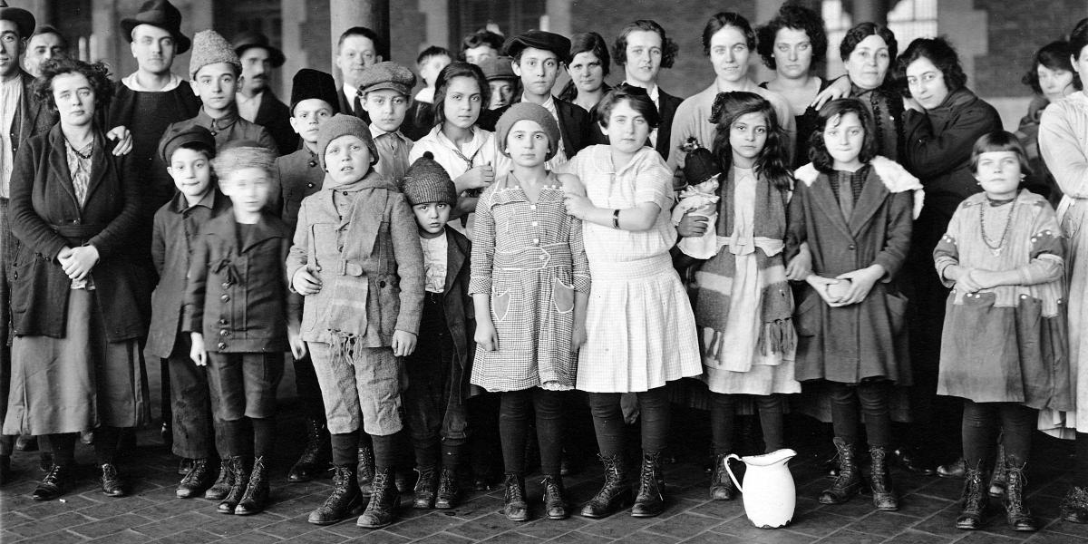 Immigrant children at Ellis Island, 1908