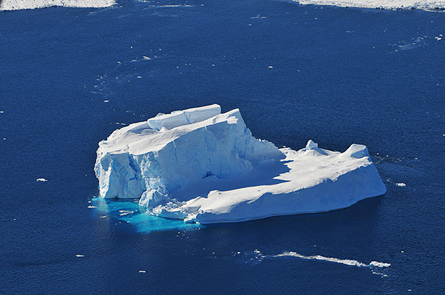 Antarctic iceberg (photo: NASA)