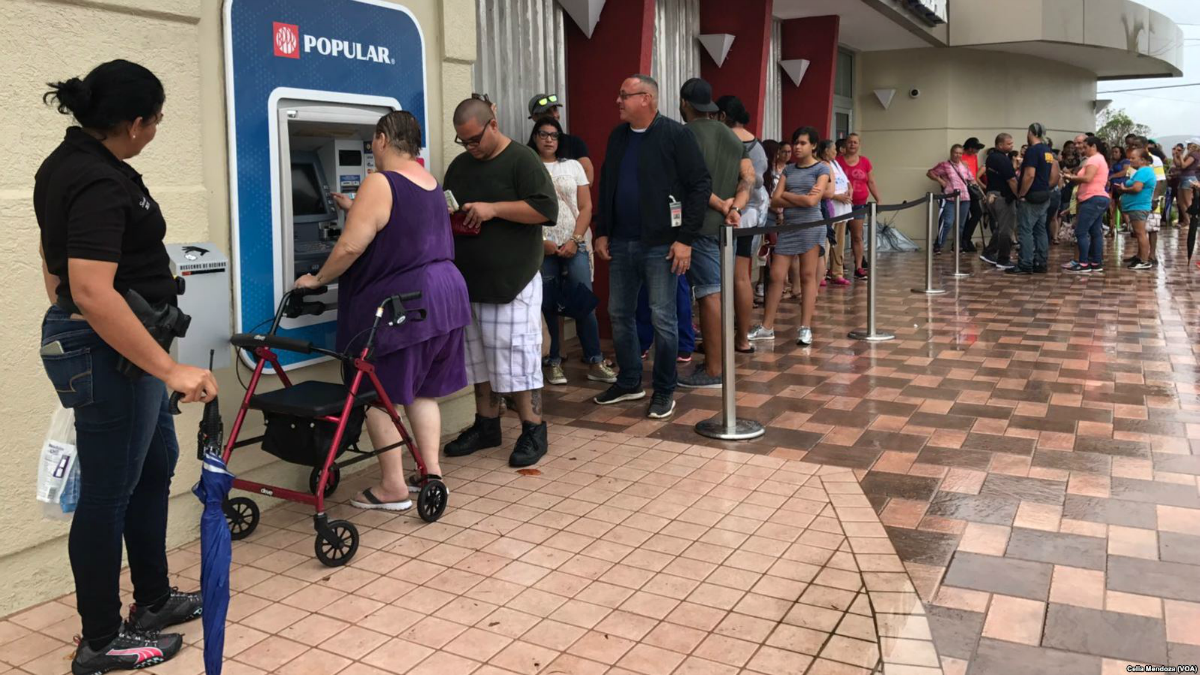 Puerto Rican residents line up for an ATM after Hurricane Maria (CC photo: Celia Mendoza/VOA)