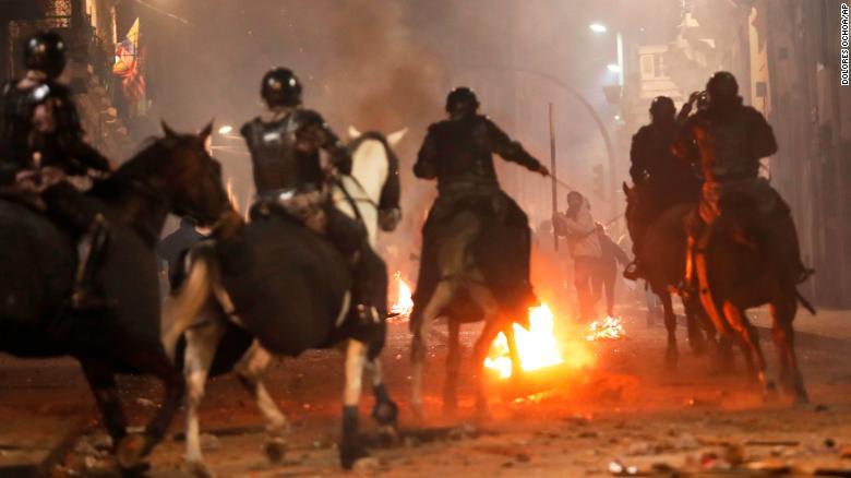 CNN image of Ecuadorian riot police charging protesters